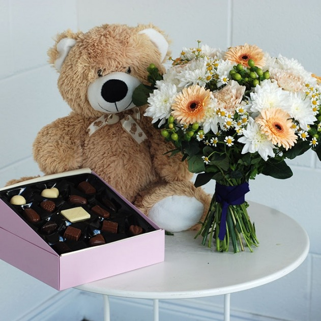 honey bee teddy and chocolates