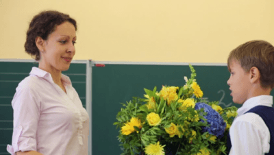gifting flowers to a school teacher