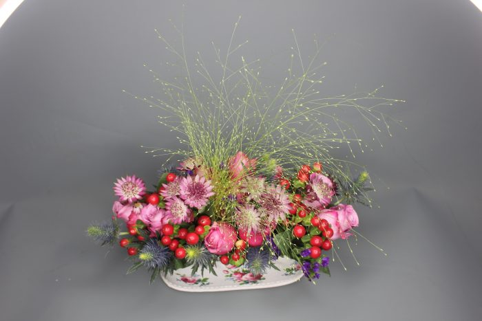 pink-roses-berries-bouquet