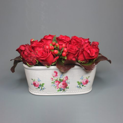 red-roses-cramic-pot