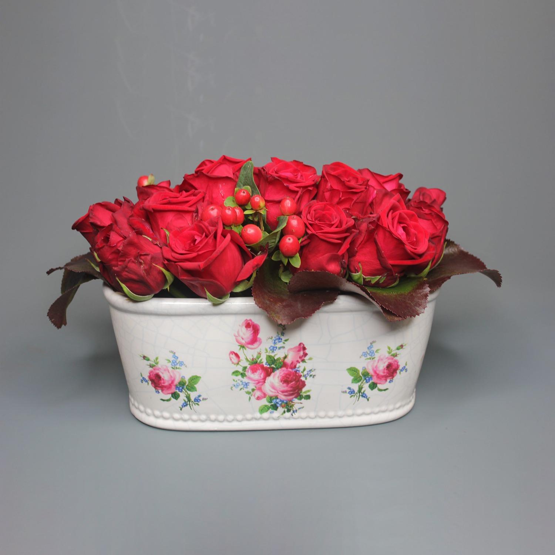 red-roses-cramic-pot
